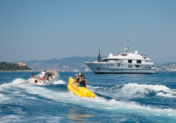 Idol yacht charter in Antibes