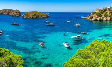 Passenger yachts now allowed to anchor in Spain