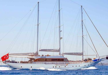 Bella Mare charter yacht