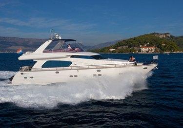 Lona charter yacht