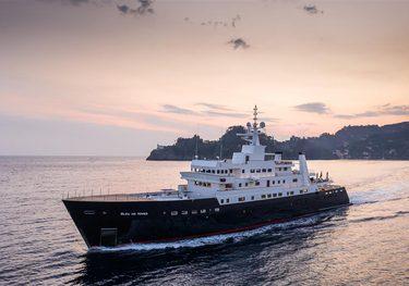 Bleu De Nimes charter yacht