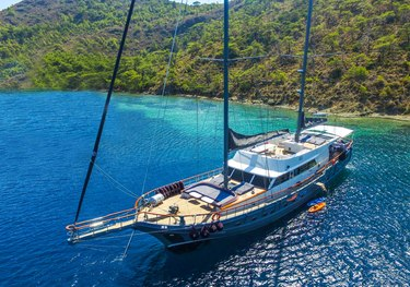 Virtuoso charter yacht