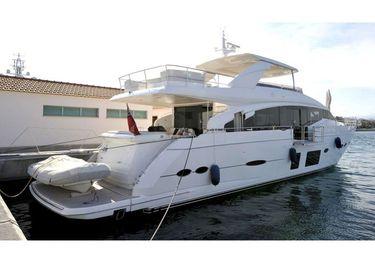 Robusto charter yacht