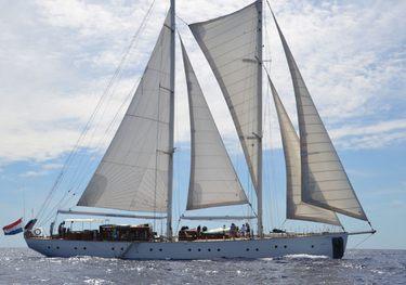 Mumu charter yacht