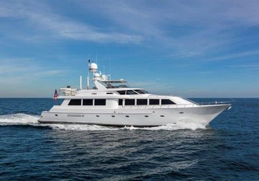 Cru charter yacht