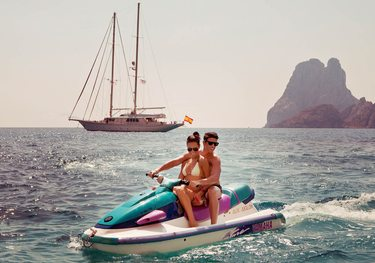 Aiglon charter yacht