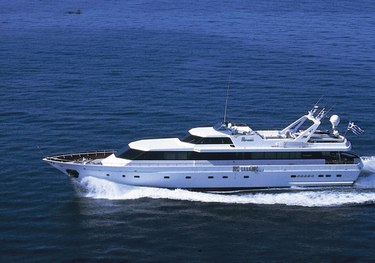 Paradis charter yacht
