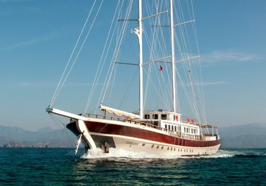 Aurum Sky charter yacht