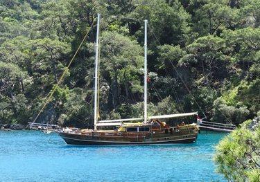 LA VICOMTESSE charter yacht