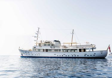 Istros charter yacht