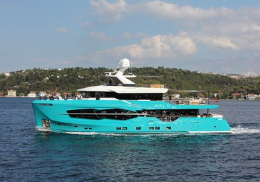 7 Diamonds charter yacht