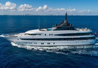 Luna B charter yacht