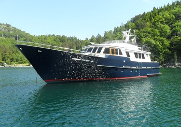 Muckel charter yacht