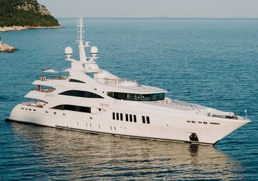 O'Mathilde charter yacht