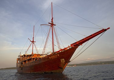 Damai charter yacht