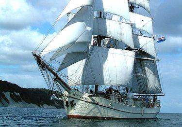 Astrid charter yacht