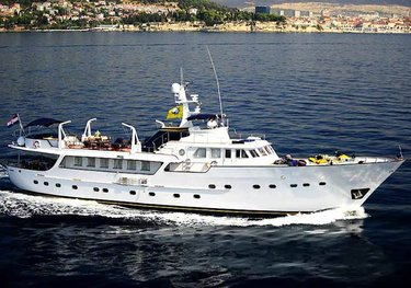 Le Mirage charter yacht