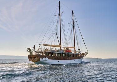 Romanca charter yacht