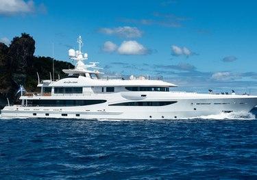 Driftwood charter yacht