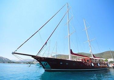 Casa Dell Arte II charter yacht