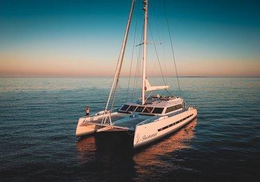 F5 charter yacht