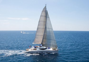 Huitane charter yacht