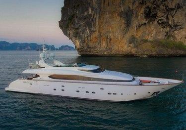 Aveline charter yacht