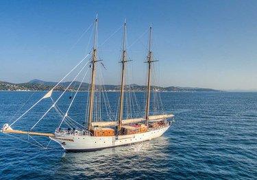 Trinakria charter yacht
