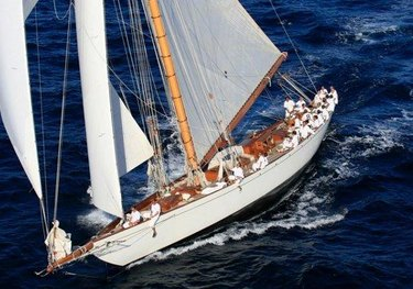 Moonbeam IV charter yacht