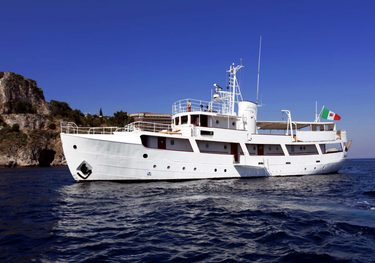 Buena Chica charter yacht