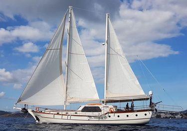 Paracas 82 charter yacht