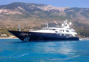 Kisses charter yacht