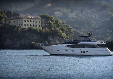 EM3 charter yacht
