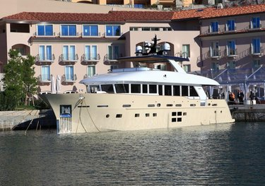 Don Michele charter yacht