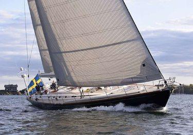 Aquila charter yacht