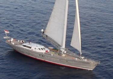 Dwinger charter yacht