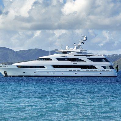 VICTORIA DEL MAR Yacht Review