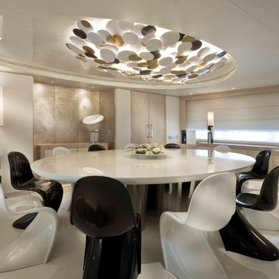 Light Holic Yacht Formal Dining