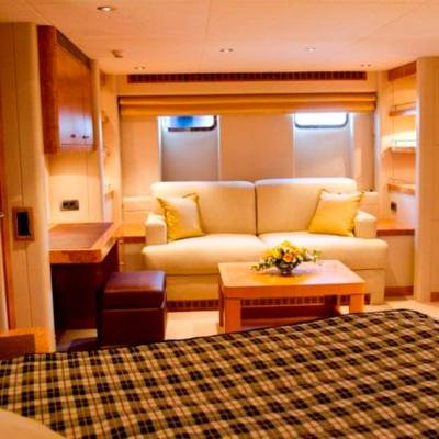 Sunny Hill Yacht Master Stateroom - Bed