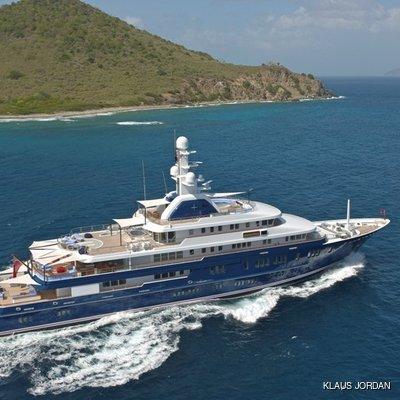 Huntress Yacht Running Shot - Profile