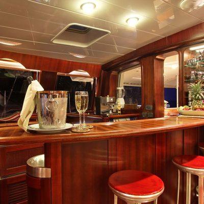 Douce France Yacht Saloon Bar