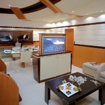 Mumu Yacht Salon with TV