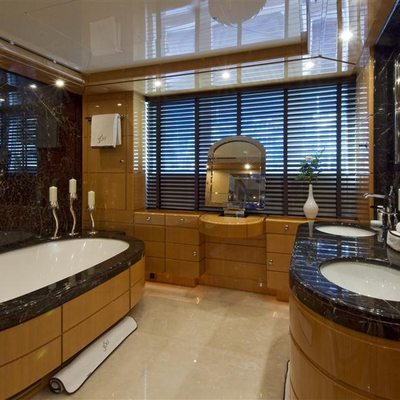 Lady MM Yacht Master Bathroom