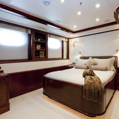 Bellami.Com Yacht Queen Stateroom