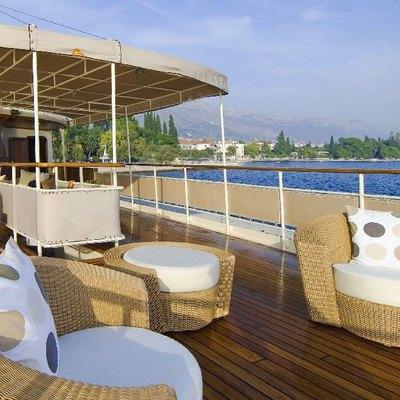 Seagull II Yacht Deck Bar Seating
