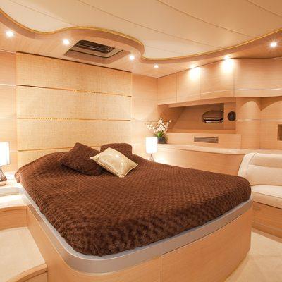 Icare Yacht