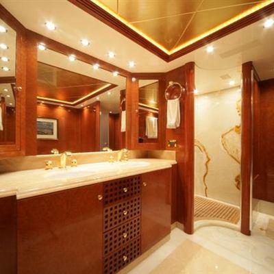 O'Ceanos Yacht Master Bathroom