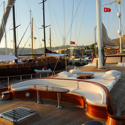 Carpe Diem IV Yacht Foredeck
