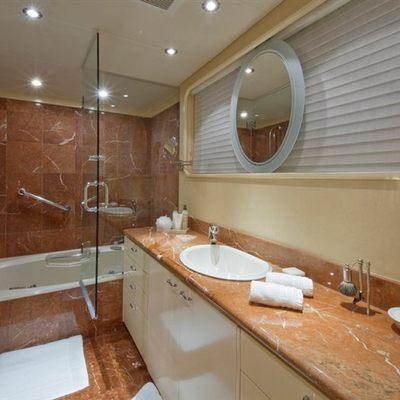 L'Albatros Yacht Master Bathroom