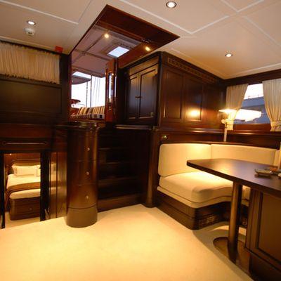 Gweilo Yacht Saloon